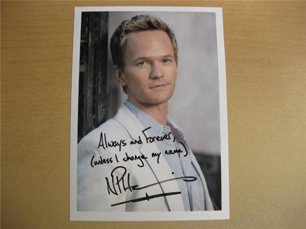 Đây gọi là chữ ký lười nhé Neil Patrick Harris. (Ảnh: Internet)