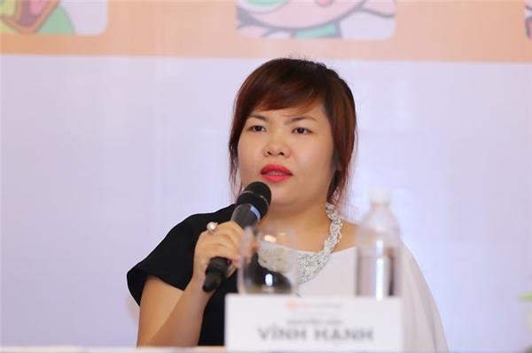 Bà Nguyễn Hữu Vĩnh Hạnh phát biểu tại sự kiện.