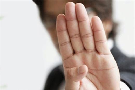 Không có khe hở giữa các chân ngón tay chứng tỏ người này giữ tiền rất giỏi. (Ảnh: Internet)