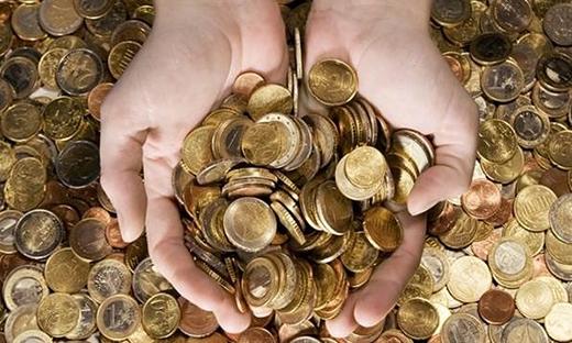 """Đừng cho đi đồng tiền """"may mắn"""" của bạn nhé. (Ảnh: Internet)"""