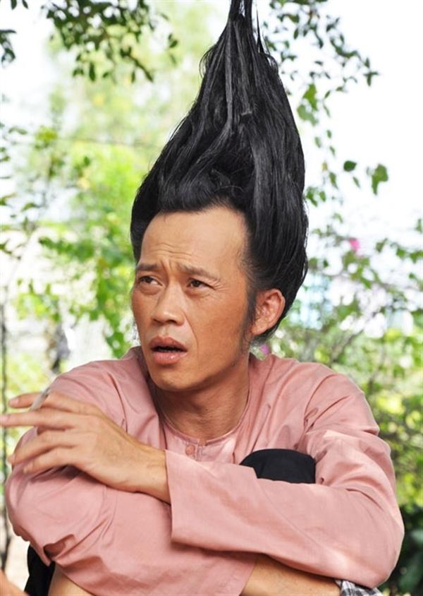 Với mái tóc này, nhiều người có thể nghĩ rằng đây là kết quả sau...nhiều ngày không tắm của Hoài Linh? - Tin sao Viet - Tin tuc sao Viet - Scandal sao Viet - Tin tuc cua Sao - Tin cua Sao