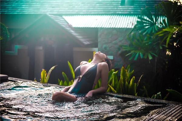 """Tóc Tiên tiếp tục khiến fan """"bấn loạn"""" khi diện bikini nóng bỏng - Tin sao Viet - Tin tuc sao Viet - Scandal sao Viet - Tin tuc cua Sao - Tin cua Sao"""