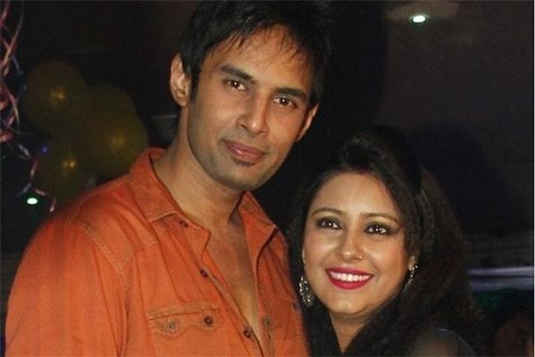 Hiện tại, bạn trai Rahul Raj đã biến mất