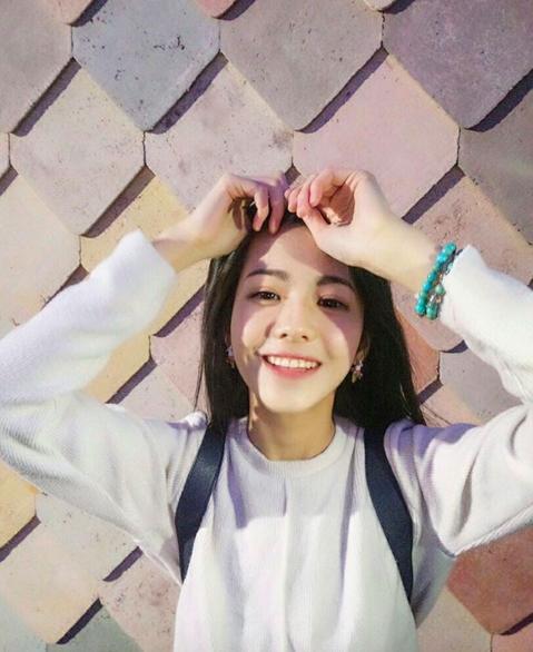 """Nụ cười của cô gái này chắc chắn sẽ khiến mọi chàng trai """"yêu ngay từ cái nhìn đầu tiên"""""""