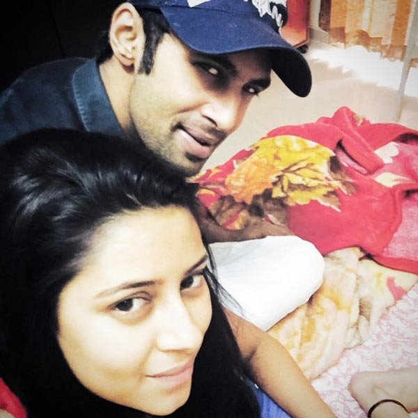 Trong mắt Pratyusha chỉ có Rahul và nhiều lúc cô tỏ ý chiếm hữu anh. (Ảnh: Internet)