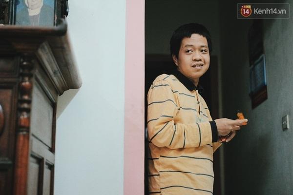 Chỉ cần nghĩ đến chuyện Minh mãi không thể sống tự lập được, ông Bình đã day dứt lắm.