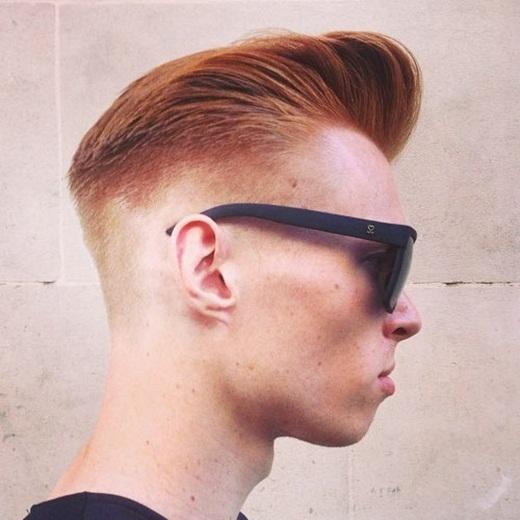 Kiểu tóc này là một sự giao thoa giữa cổ điển và hiện đại với sự kết hợp tuyệt vời giữa pompadour và taper fade. Tuy nhiên bạn cần giữ phần tóc hai bên luôn được gọn gàng bằng việc cắt tỉa thường xuyên. Kiểu tóc này phù hợp với hầu hết các loại tóc. (Ảnh: Internet)