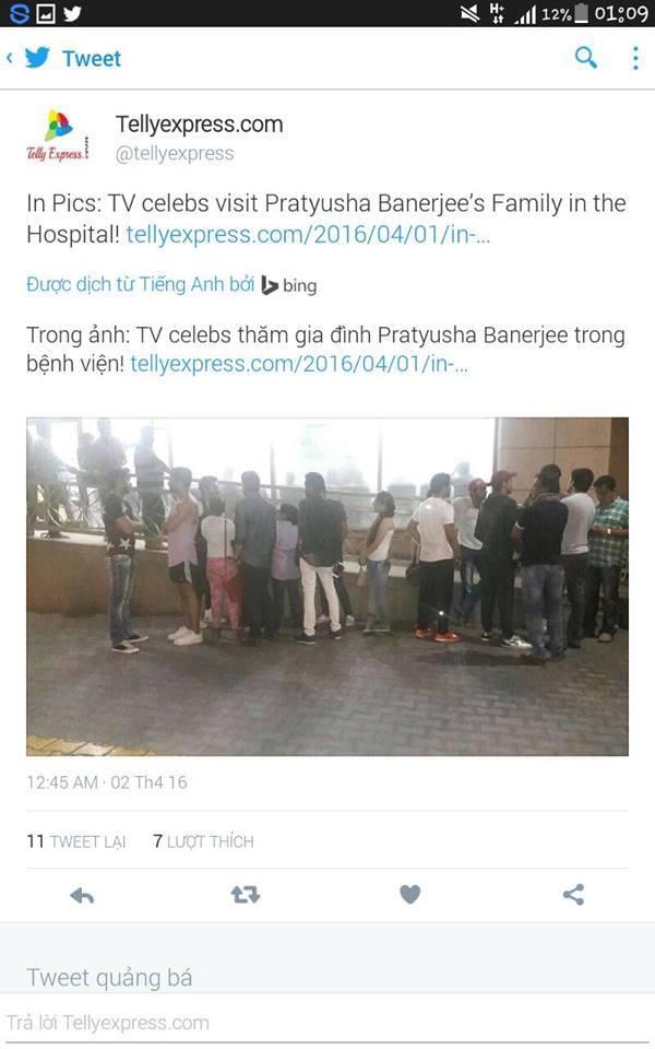Các đồng nghiệp đến tham hỏi gia đình Pratyusha trong bệnh viện. (Ảnh: Internet)