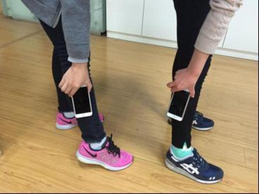 Có bạn còn biến tấu trò này thành đo bắp chân iPhone 6. (Ảnh: Internet)