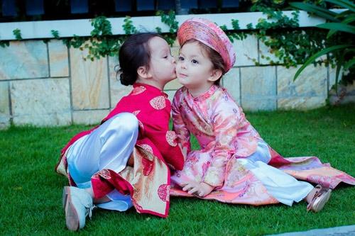 Những hình ảnh đầy yêu thương của chị em Tôm - Tép nhà Hồng Nhung khiến bao người phải ganh tị. - Tin sao Viet - Tin tuc sao Viet - Scandal sao Viet - Tin tuc cua Sao - Tin cua Sao