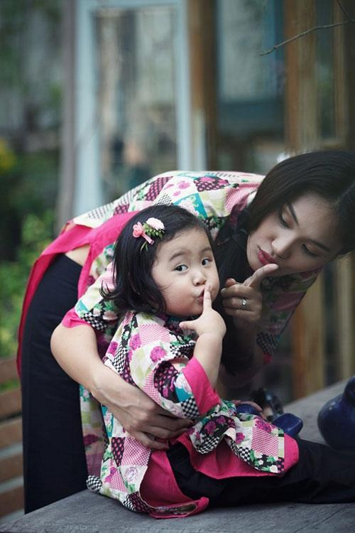 """Giây phút hồn nhiên vui đùa cùng mẹ Hương Giang của bé Panda từng khiến người hâm mộ """"phát cuồng"""". - Tin sao Viet - Tin tuc sao Viet - Scandal sao Viet - Tin tuc cua Sao - Tin cua Sao"""