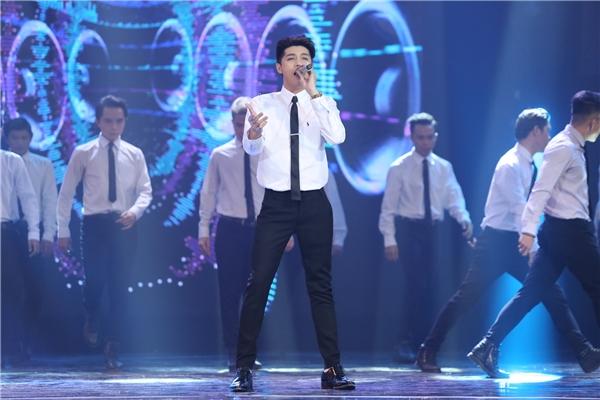 Trong mỗilần trình diễn, Noo Phước Thịnh lại mang lên sân khấu một vẻ ngoài khác nhau. - Tin sao Viet - Tin tuc sao Viet - Scandal sao Viet - Tin tuc cua Sao - Tin cua Sao