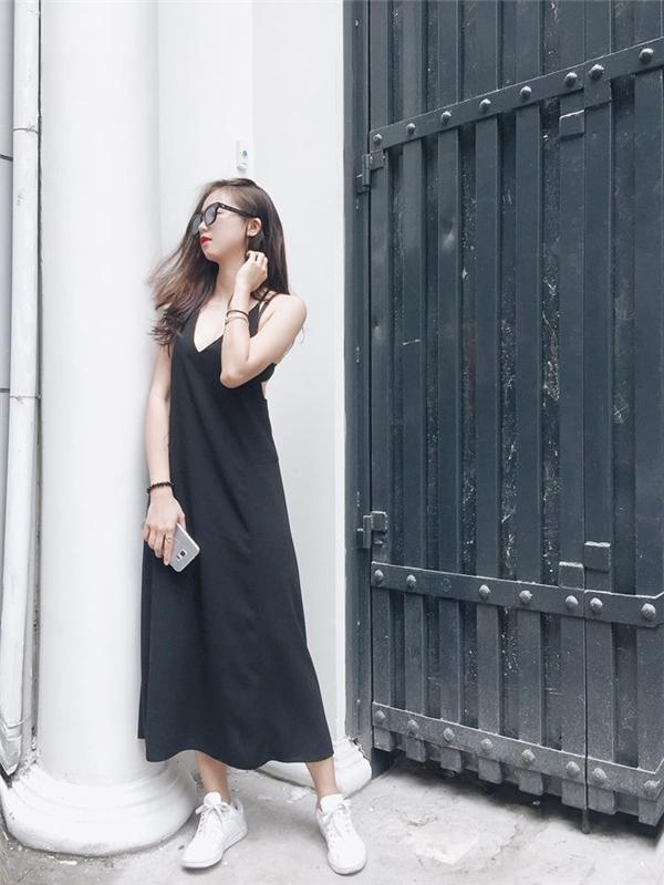 Nếu là một cô nàng ưa chuộng sự phóng khoáng thì chắc chắn chiếc váy rộng giấu đường cong của Sa Lim sẽ là một lựa chọn không tồi!