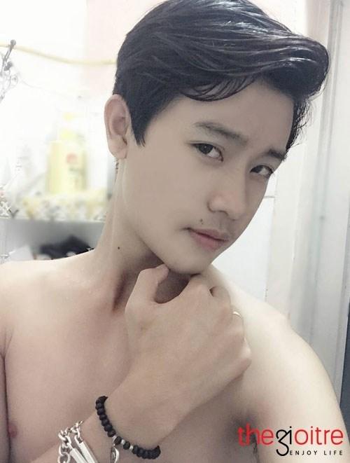 Lê Duy hiện là học sinh Trung học Phổ thông của trường Than Uyên, huyện Than Uyên, tỉnh Lai Châu. Anh chàng tham gia vào khá nhiều các hoạt động xã hội.