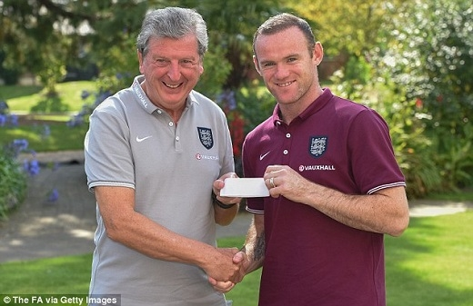 HLV Roy Hodgson vẫn đảm bảo cơ hội cho Wayne Rooney. (Ảnh: The FA)