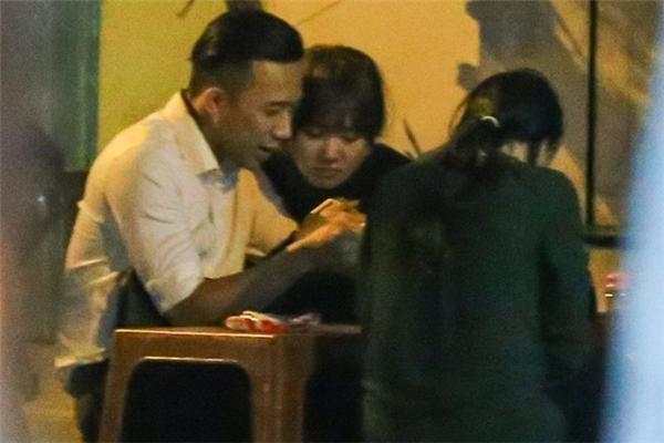 Bắt gặp Trấn Thành và Hari Won tình tứ đi mua sắm tại Sài Gòn - Tin sao Viet - Tin tuc sao Viet - Scandal sao Viet - Tin tuc cua Sao - Tin cua Sao