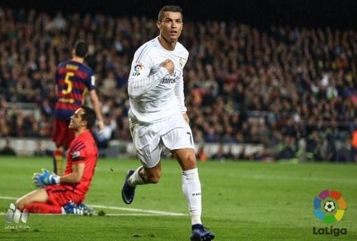 Ronaldo ăn mừng bàn thắng quyết định giúp Real ngược dòng đánh bại Barca 2-1. (Ảnh: La Liga)