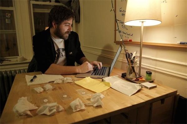 Jesse đăng nhập vào trang chủ của Hẹn hò Qua mùi sau khi đã ngửi hết các mẫu vải. (Ảnh: Internet)