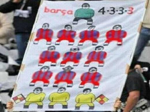 NHM Real cho rằng Barca thi đấu với 14 cầu thủ (bao gồm 3 trọng tài). (Ảnh: Internet)