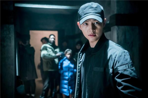 Bộ phim có nhiều phân cảnh hành động, việc Song Joong Ki bị thương là không tránh khỏi