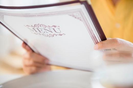 Phơi bày mánh khóe moi tiền của khách trong các quyển thực đơn