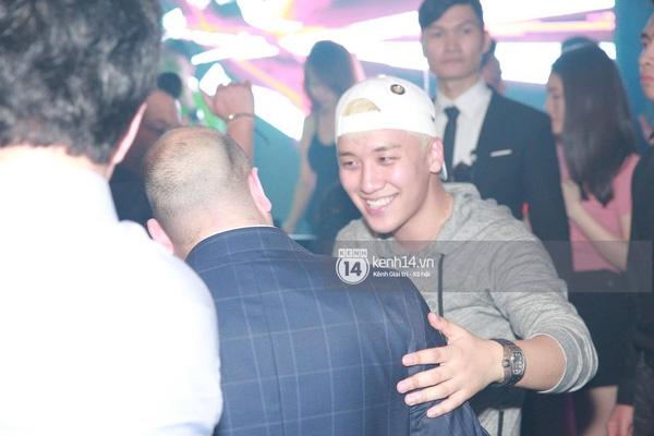 Clip: Seung Ri chơi DJ và quẩy hết mình trong bar tại Việt Nam