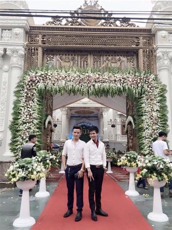 Lễ cưới được trang trí hoành tráng bằng hoa tươi lên đến 100 triệu.(Ảnh: Internet)