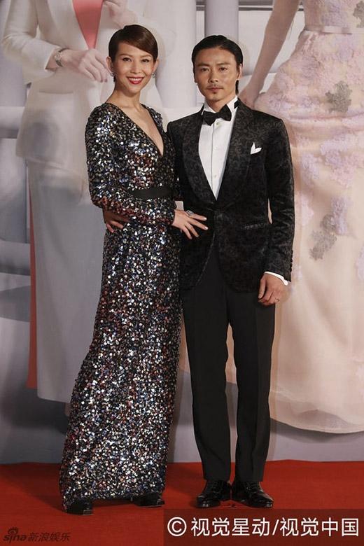 Vợ chồng Thái Thiếu Phân và Trương Tấn rạng rỡ tại buổi lễ. (Ảnh: Internet)