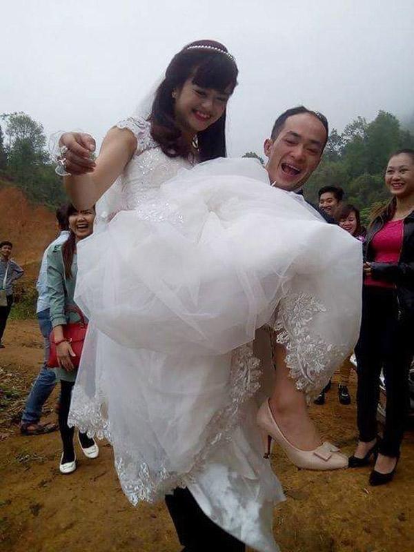 Khoảnh khắc hạnh phúc bình dị của cặp đôi trong ngày vu quy