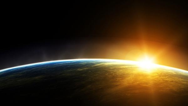 Mặt trời lên rực rỡ như con... đom đóm đực. (Ảnh: Internet)