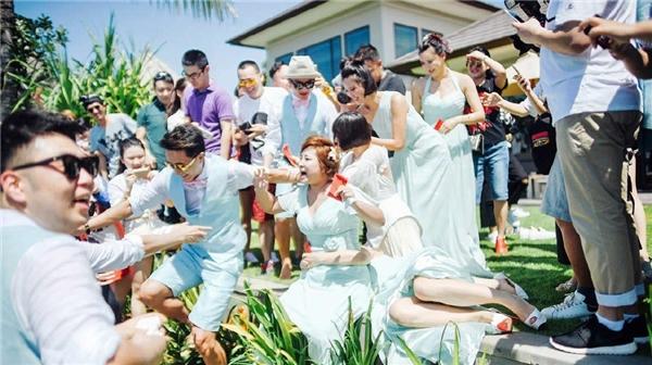 Cảnh náo loạn gây tranh cãitrong đám cưới của Bao Bối Nhĩ