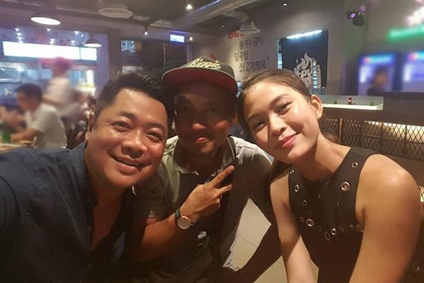 Tiến Đạt và Mâu Thủy chụp ảnh cùng ông xã Kiwi Ngô Mai Trang ngày 1/4.