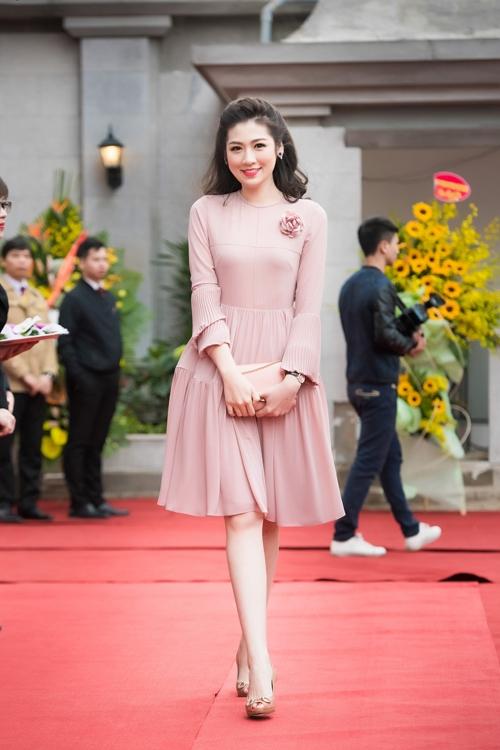 Elly Trần, Phạm Hương đẹp hút mắt với phong cách tương phản