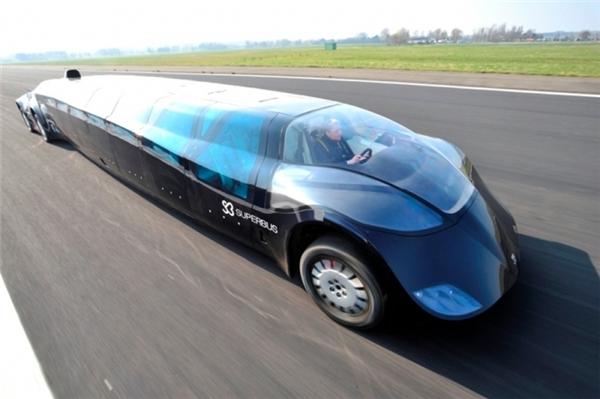Với vận tốc tối đa 250km/h, nó có thể di chuyển từ Abu Dhabi đến Dubai chỉ trong vòng 30 phút.