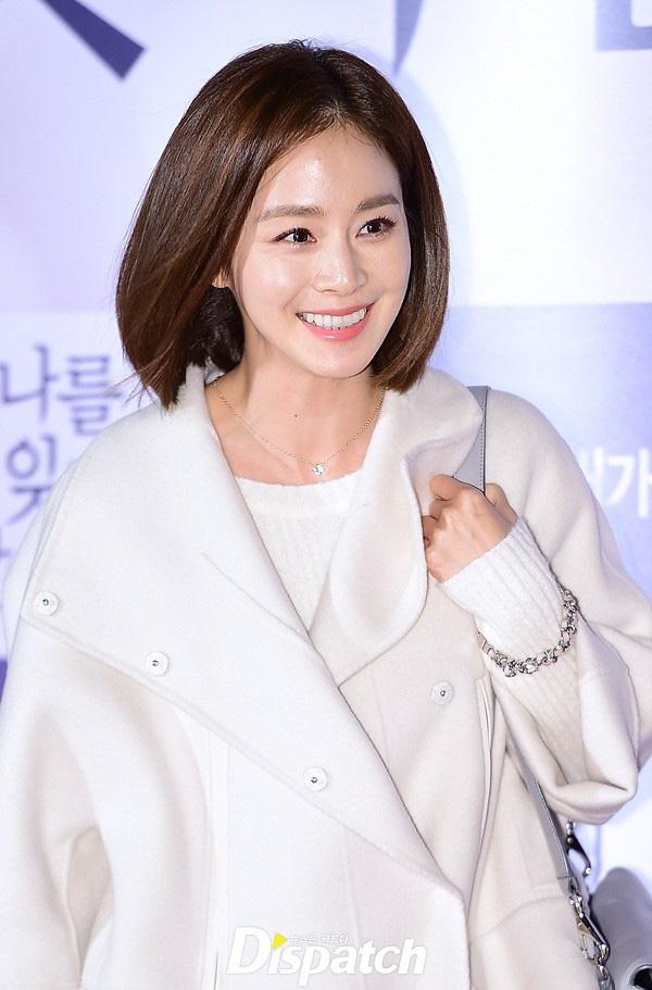 Nhiều người nhận xét, khi cắt tóc ngắn nhìn Kim Tae Hee như trẻ ra đến chục tuổi so với tuổi thật của mình.