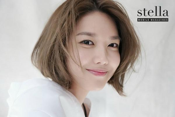 Chắc vì tóc ngắn quá hợp nên hiện tại Sooyoung chỉ chuộng tóc ngắn cho phong cách của mình. Cô nàng thường biến tấu với đủ mọi cách tạo kiểu và nhuộm màu để gương mặt tươi sáng và nổi bật hơn.