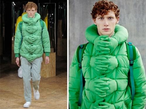 Có vẻ cái áo này dành cho ai cảm thấy lạnh lẻo và thiếu thốn những cái ôm. (Ảnh: Internet)