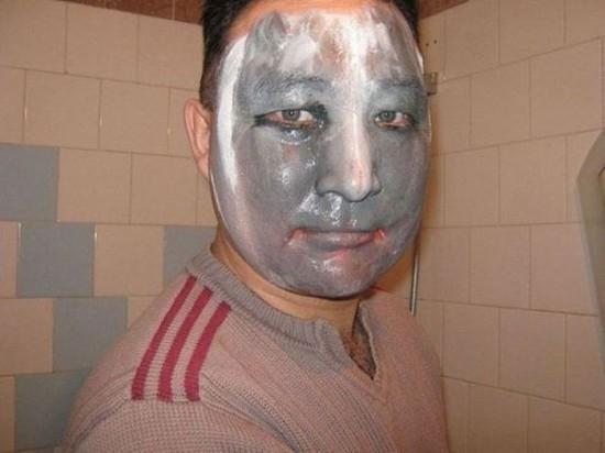 Đàn ông cũng phải đắp mặt làm đẹp cho bằng chị bằng em. (Ảnh: Internet)