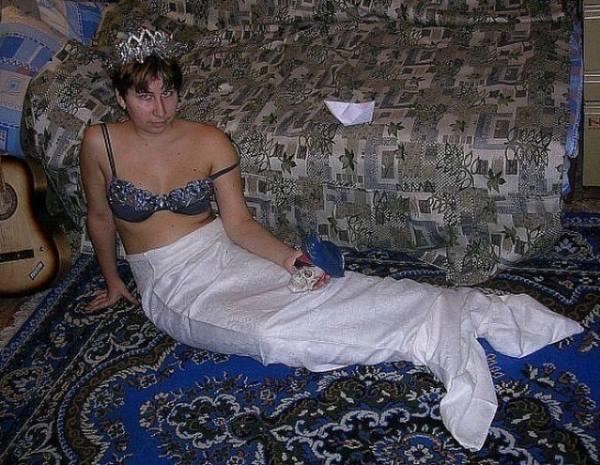 Mỹ nhân ngư lên bờ muốn tạo dáng quyến rũ để dụ dỗ hoàng tử?! (Ảnh: Internet)