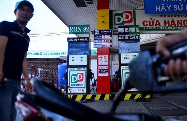 Giá xăng Việt Nam vẫn ở mức thấp hơn khoảng 30% so với mức trung bình thế giới. Ảnh:Lê Quân.