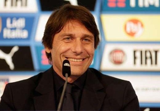 HLV Conte sẽ dẫn dắt Chelsea mùa tới. (Ảnh:Goal)