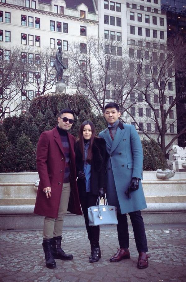 Denis Do và em trai Đỗ Hoàng Việt chụp cùng bạn tại New York.(Ảnh: Internet)