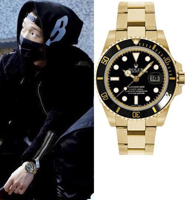 Bobby từng được đàn anh Epik High tặng chiếc đồng hồ Rolex dòng Submariner phiên bản vàng 650 triệu VNĐ.