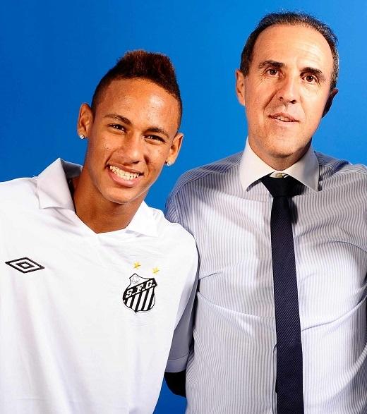Neymar bên cạnh người đại diện Wagner Ribero của mình. (Ảnh: Internet)