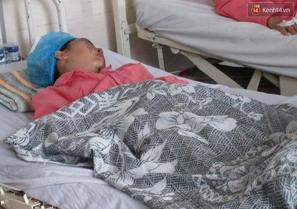 Nữ sinh Thu Hương đang được điều trị tại khoa Phỏng của bệnh viện Chợ Rẫy.