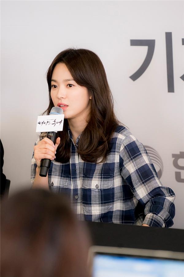 Song Hye Kyo tái sử dụng đồ cũ tận 9 năm trước