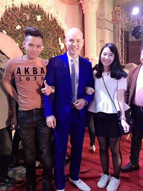 Ca sĩ Phan Đinh Tùng có mặt trong đám cưới.