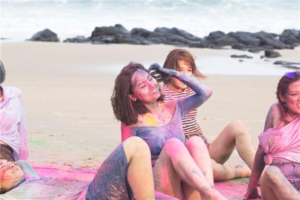 """Chán làm """"bà nội"""", Miu Lê tái xuất V-pop với MV """"khủng"""""""