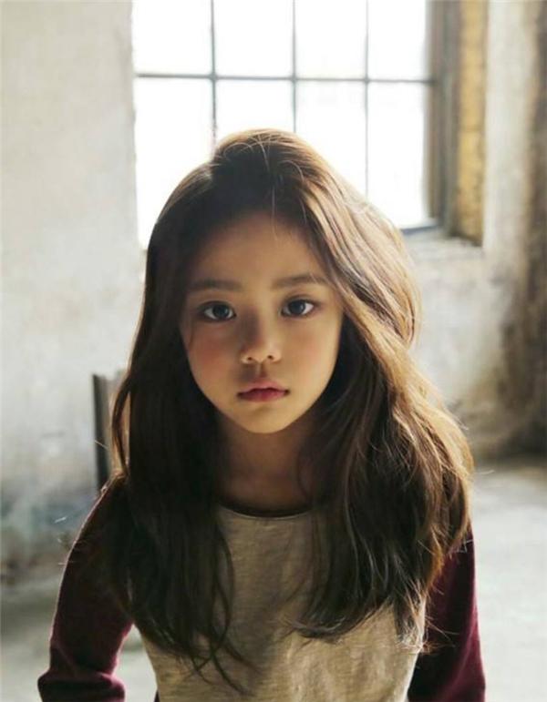 Không biết bao nhiêu bà mẹ đã ao ước, hy vọng con gái mình sinh ra cũng có những nét duyên nhưHwang Si Eun.(Ảnh: Internet)