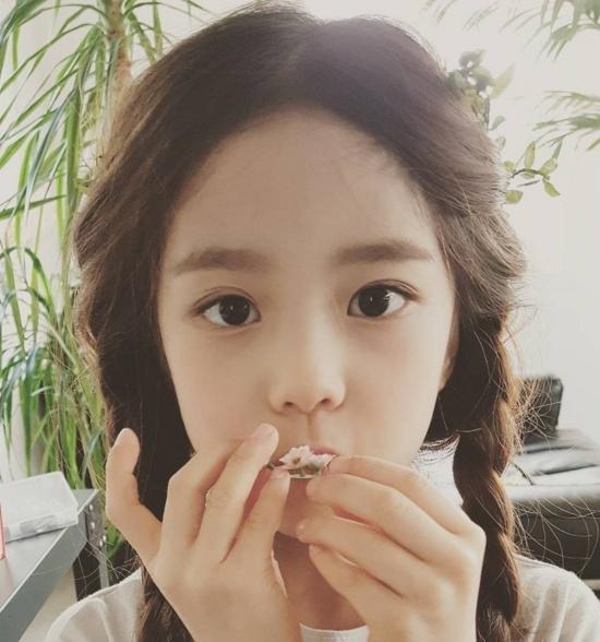 Ngoài ra,Hwang Si Eun cũng cho thấy cá tính nổi bật của mình trong những trang phục đậm chất sành điệu.(Ảnh: Internet)